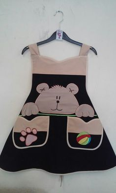 Modelo pechera,falda circular Tergal marino Bordado oso 1/2 cuerpo
