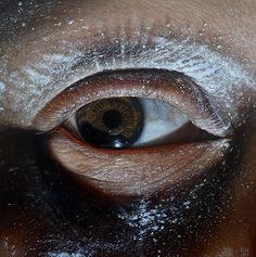 The hyper realistic paintings of Oda & Kit King are closely cropped portraits that create uncomfortable tension & question ideas about personal identity. Hyper Realistic Paintings, Realistic Drawings, Art Hyperréaliste, Hyperrealistic Art, Graphite Drawings, Realism Art, Oil Portrait, Western Art, Oeuvre D'art