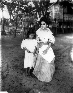 image Old Pictures, Old Photos, Vintage Photos, Philippine Women, Philippines Culture, Filipino Culture, Filipina Beauty, Filipiniana, Ancient Beauty