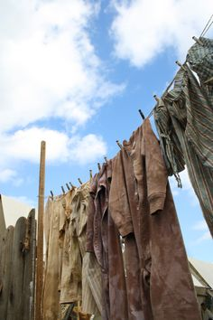 How they did laundry in the Century. At Fort Massac Encampment, Metropolis, IL. Primitive Laundry Rooms, Photo Illustration, Illustrations, Doing Laundry, Mountain Man, Primitives, 18th Century, Colonial, Cabin