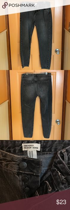 Forever 21 Gray Demin Jeans Like brand new! Only worn once, as seen in pictures. They can be worn long or rolled up. Forever 21 Pants Ankle & Cropped