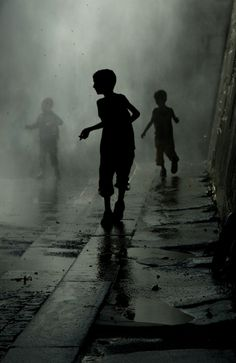© WilliamA - Children playing under showers in Paris (Paris Plage)