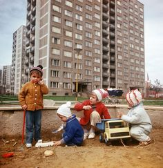 Children playing at a plattenbau settlement in Kosice (CSSR, 06.04.1975)
