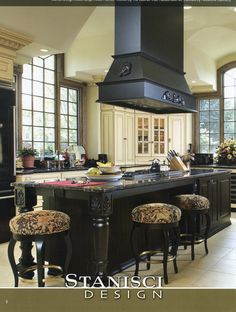 Kitchen, Vent Hood, Large Island
