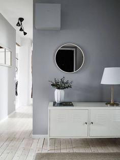 Ein Flur in kühlem Grau und skandinavischem Stil ♥