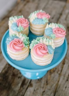 how to make these pretty buttercream mini flower cakes from ! These mini cakes are perfect to serve for any celebration like Mother's Day, wedding showers, or for a get together with family and friends. Pretty Cakes, Cute Cakes, Beautiful Cakes, Amazing Cakes, Beautiful Desserts, Food Cakes, Cookie Cakes, Cake Flavors, Fancy Cakes