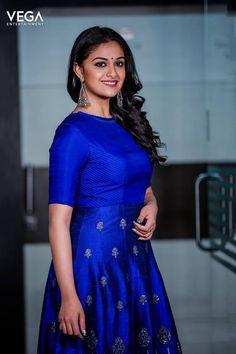 Actress #KeerthySuresh Latest Photo Shoot #Vega #Entertainment #VegaEntertainment Indian Silk Sarees, Indian Beauty Saree, Beautiful Girl Indian, Most Beautiful Indian Actress, Beauty Full Girl, Saree Dress, Indian Attire, Indian Celebrities, Indian Designer Wear