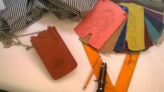 Working on mobile cases in diferent colors