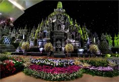 This is not an outdoor wedding! Who say you can't have a majestic temple as your wedding theme? | Project by Suryanto Decoration http://www.bridestory.com/suryanto-decoration/projects/wedding-decoration-prj-kemayoran