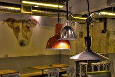 Marzua: DissenyaDos da forma a Garage Beer Co., una fábrica de cerveza artesanal instalada en un garaje Tap Room, Bar, Ceiling Lights, Ideas, Industrial, Home Decor, Shape, Craft Beer, Interiors