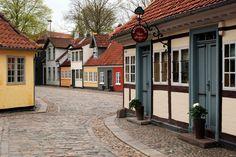 Оденсе, Дания. Хотя это третий по величине населенный пункт в Дании, Оденсе обладает настоящим очарованием небольшого города, подобное которому довольно трудно найти в иных местах этой страны.