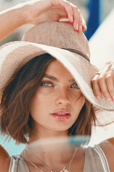 Sun Hats For Women, Hats For Men, New England Fashion, Floppy Straw Hat, Types Of Hats, Beach Poses, Beach Shoot, How To Pose, Beautiful Hijab