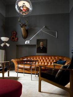 How to Design with Dark Walls So, I think I have a thing about masculine library looks. The chesterfield-dark wall-wood combo is being repeated! Interior Desing, Interior Inspiration, Interior Architecture, Room Interior, Color Inspiration, Simple Interior, Interior Ideas, Basement Inspiration, Interior Shop