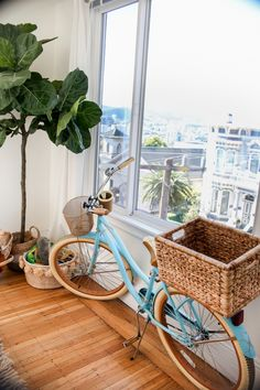 Sharing photos of our San Francisco apartment and sourcing where all the items in our place are from! Cruiser Bike Accessories, Cool Bike Accessories, Velo Vintage, Vintage Bicycles, Kombi Hippie, Beach Cruiser Bikes, Beach Cruisers, Cruiser Bicycle, San Francisco Apartment