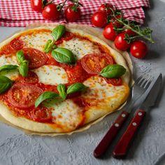 Paras gluteeniton pizzapohja | Himoleipuri 200 Calories, Mozzarella, Vegetable Pizza, Vegetables, Ethnic Recipes, Food, Pineapple, Veggies, Essen
