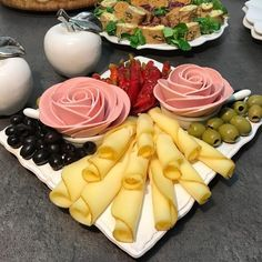 Vegetable Decoration, Food Decoration, Ladybug Appetizers, Appetizer Recipes, Dinner Recipes, Food Carving, Food Platters, Salad Dressing Recipes, Culinary Arts