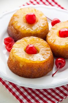 Mini Pineapple Upside-Down Cakes. Mini Pineapple Upside-Down Cakes! These Mini Pineapple Upside-Down Cakes are simple, sweet, and sure to put a smile on everyone's face! Mini Desserts, Desserts To Make, Delicious Desserts, Yummy Food, Mini Cake Recipes, Tropical Desserts, Pineapple Dessert Recipes, Mexican Desserts, Spring Desserts
