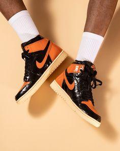 All Nike Shoes, Hype Shoes, Kicks Shoes, Shoes Sneakers, Jordan 1 Orange, Jordan Shoes, Jordan Nike, Jordan 1 Shattered Backboard, Cl Fashion
