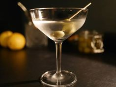 Leute die einem reinen Wein einschenken, mag man doch am liebsten.  Oder Gin? Gin geht auch!! In der Z Bar bekommst Du beides und am Wochenende sogar bis 5 Uhr…