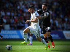 """Swansea City volta a vencer e segue na co-liderança da """"Premier League"""""""