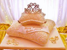 https://flic.kr/p/BdWTEy | Pillow Cake with Tiara