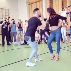"4,774 Beğenme, 44 Yorum - Instagram'da @socialdancetv: ""Love to dance! ❤️ Dancers: Daniel & Desiree  Page: @danielydesireeoficial  #lovedance #danceshoes…"""