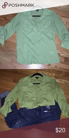Beautiful green blouse from Banana Republic. Perfect blouse for work or for a night of cocktails ! Banana Republic Tops Blouses