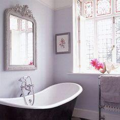 Future home 17 Lavender Bathroom Design Ideas You'll Love Feminine Bathroom, Lavender Bathroom, Purple Bathrooms, Master Bathrooms, Chic Bathrooms, Simple Bathroom, Bad Inspiration, Bathroom Inspiration, Bathroom Ideas
