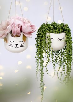 Plant Pots & Hanging Planters collection available to buy at amazing prices from Sass & Belle, for the little things in life. Diy Home Crafts, Garden Crafts, Garden Projects, Painted Plant Pots, Painted Flower Pots, House Plants Decor, Plant Decor, Plastic Bottle Crafts, Plastic Bottles