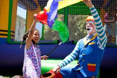Popcorn the Clown for kids parties in Auckland. Popcorn is a real cool clown with funny voices and facials. The kids love him!