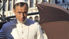 A minissérie da HBO The Young Pope, protagonizada por Jude Law, ganhou um trailer completo.