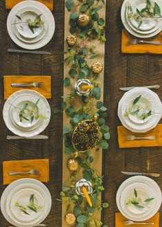 How to Set a Beautiful Thanksgiving Table on a Budget. It's one thing to do the Thanksgiving menu on a budget; it's another thing to set a beautiful table! Here are some great money saving tips to make the tablescape and setting memorable. Rustic Thanksgiving, Hosting Thanksgiving, Thanksgiving Table Settings, Thanksgiving Centerpieces, Thanksgiving Parties, Holiday Tables, Thanksgiving Crafts, Thanksgiving Celebration, Canadian Thanksgiving