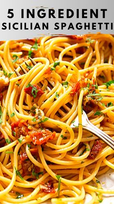 spaghetti recipes This authentic Sicilian spaghetti recipe is so easy and it takes only 5 ingredients to make it! Vegetarian Pasta Recipes, Easy Pasta Recipes, Dinner Recipes, Easy Meals, Cooking Recipes, Healthy Recipes, Easy Italian Recipes, Vegetarian Spaghetti, Breakfast Recipes