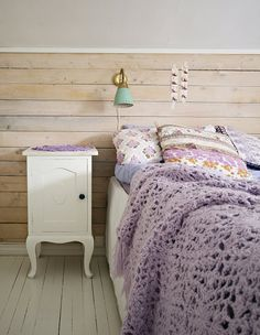 I love the walls in this bedroom!!!