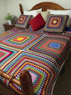 Crochet Shawl Diagram, Crochet Baby Dress Pattern, Crochet Bedspread, Crochet Square Patterns, Baby Afghan Crochet, Crochet Quilt, Manta Crochet, Crochet Blanket Patterns, Crochet Granny