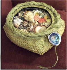 Raranga – Weaving Is Pretty Awesome Flax Weaving, Weaving Art, Kiwiana, Mamma Mia, Weaving Techniques, Knitting Stitches, Kite, Pretty Cool, Baskets