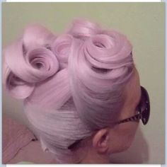 Five burlesque hairstyles for long hair to try now. These pin up hairstyles are the perfect simple hairstyles for long hair and vintage glamour. Pin Up Hair, Love Hair, Great Hair, Gorgeous Hair, Awesome Hair, Pinup, Retro Hairstyles, Wedding Hairstyles, Amazing Hairstyles