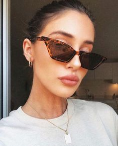 25 Best Sunglasses For Women In 2019 - Bafbouf Round Lens Sunglasses, Stylish Sunglasses, Cat Eye Sunglasses, Sunglasses Women, Vintage Sunglasses, Lunette Style, Cool Glasses, Fake Glasses, Trending Sunglasses
