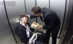 Russian Hitman Elevator Hostage Prank!http://www.prankskingdom.it/russian-hitman-elevator-hostage-prank/, mai mettersi in affari con i russi se hai intenzione di fregarli