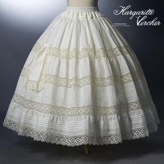 Margarita Vercher enagua Teresa                                                                                                                                                                                 Más Vestidos Vintage, Vintage Gowns, Doll Dress Patterns, Clothing Patterns, Hoop Skirt, Shorty, Christening Gowns, Vintage Couture, Heirloom Sewing