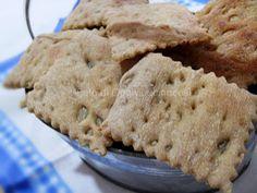 Crackers Integrali ai 5 Cereali . Buongiorno,come avevo accennato nei post precedenti, in questo periodo mi sono dedicata a produr...