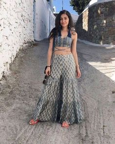 Indian Gowns Dresses, Indian Fashion Dresses, Indian Designer Outfits, Fashion Outfits, Designer Ethnic Wear, Trendy Outfits, Stylish Dress Designs, Stylish Dresses, Indian Wedding Outfits