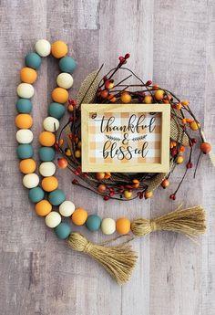 a fall color scheme Cute Crafts, Bead Crafts, Fall Crafts, Decor Crafts, Holiday Crafts, Crafts To Make, Fall Craft Fairs, Fall Garland, Diy Garland
