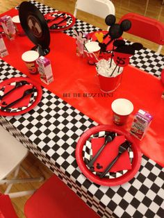 Race Car Mickey Mouse Party | beethebuzzevent.com
