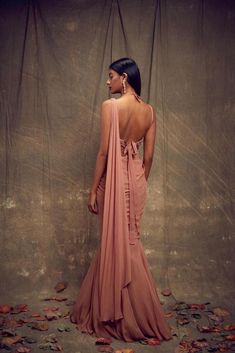 Dusty Rose Sari with Fishtail Skirt – Studio Indian Look, Dress Indian Style, Indian Dresses, Indian Wedding Outfits, Indian Outfits, Indian Designer Outfits, Designer Dresses, Sarees For Girls, Fishtail Skirt