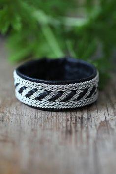 Картинка Diy Jewelry, Bracelets, Leather, Fashion, Moda, Fashion Styles, Bracelet, Fashion Illustrations, Arm Bracelets