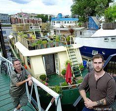 Houseboat living : A life less ordinary (BBC News) *