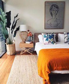 bedroom | dormitorio | jute rug | house tree | basket planter | art over bed -| interior design | interior decor | diseño de interiores #retrohomedecor