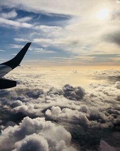 über den Wolken, wo die Freiheit grenzenlos ist... Airplane View, Clouds, Outdoor, Freedom, World, Viajes, Outdoors, Outdoor Games, The Great Outdoors