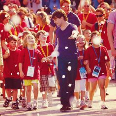 Daniel Radcliffe. Love the look on the little girls face